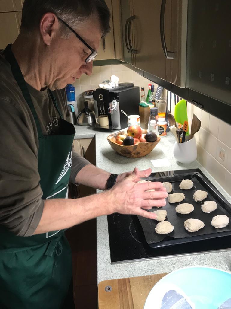 TEAM#4 | Allen ein guten Morgen! Die Bürli für heute Nachmittag und fürs Frühstück sind frisch zubereitet.