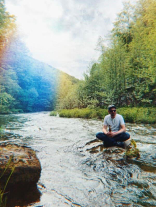 Draußen in der Natur. Ruhe und Entspannung. – Steffen