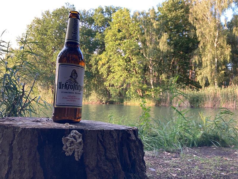 Heut beim angeln ein schönen Platz für das Ur-Krostitzer entdeckt um es in voller Pracht strahlen zu lassen. Eine Angel im Wasser die Ruhe in der Natur und ein schönes Uri dazu entspannt einen voll und ganz. – Steffen